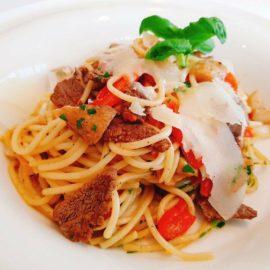 spaghetti z polędwicą wołową